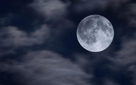 luna-llena-nubes