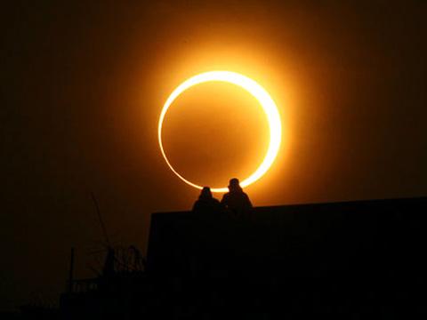 Eclipse-anillo-de-Fuego